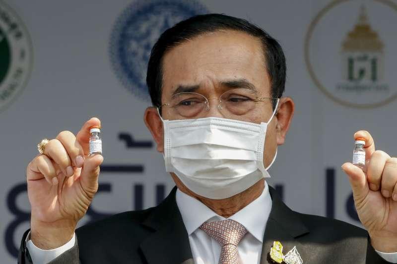 泰國爆發迄今最嚴重新冠肺炎疫情,總理帕拉育因未戴口罩被罰款。(AP)