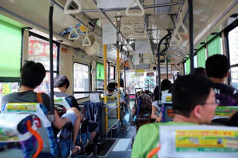 有網友在臉書社團「路上觀察學院」分享,一位公車司機要求乘客下車時無需道謝。(圖/取自 Toomore Chiang@flickr)