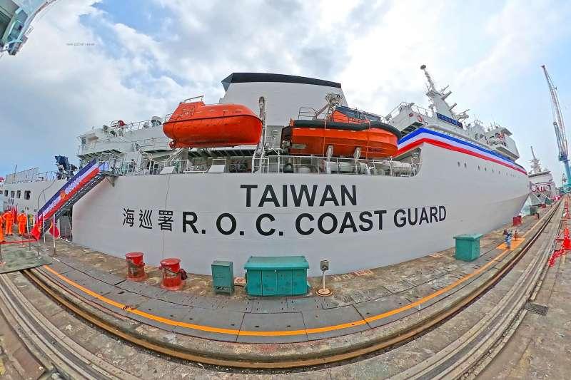 海巡首艘4000噸級巡防艦「嘉義艦」29日舉行交船典禮。(取自海巡署長室臉書)