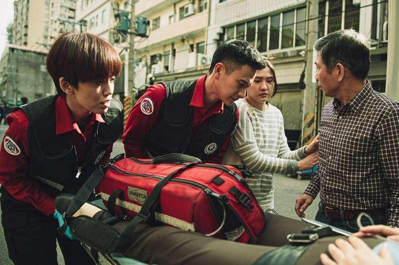 台灣在地消防職人劇《火神的眼淚》(Tears on Fire)描述一群消防員,在每次化身打火英雄救災時所遭遇的人生百態。(圖/取自火神的眼淚@Facebook)