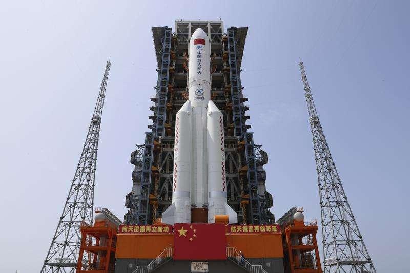 中國太空站、太空競爭、中國長征五號B火箭運載著「天和號」核心艙,在4月29日上午11時許順利於海南文昌發射中心升空。(AP)