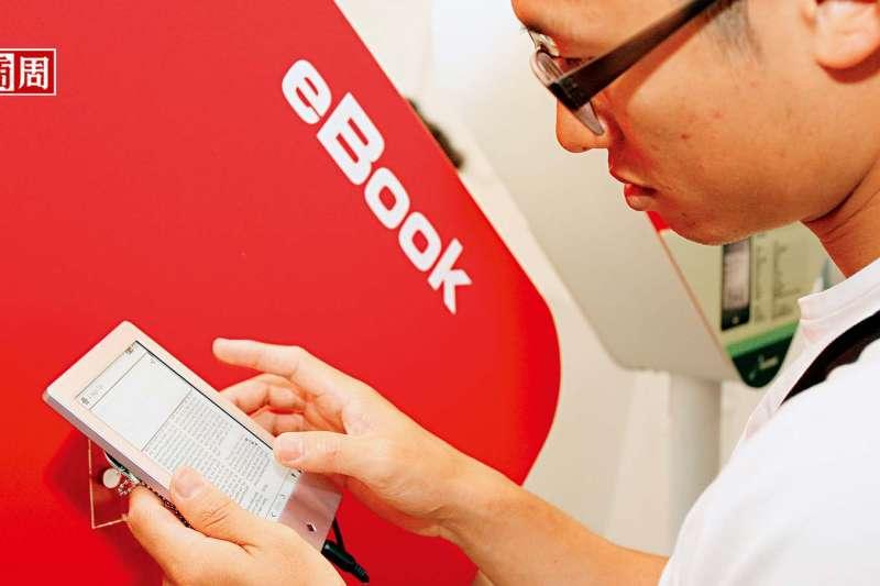 閱讀器改善了3C傷眼的問題,加上疫情改變消費者行為,2026年全球電子書市場規模預估是目前的2.4倍。 (圖/翁挺耀攝 )