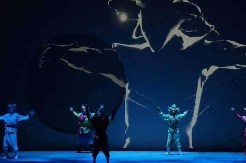 數位科技的動態捕捉,即時呈現京劇特殊的力與美。(國光劇團提供)
