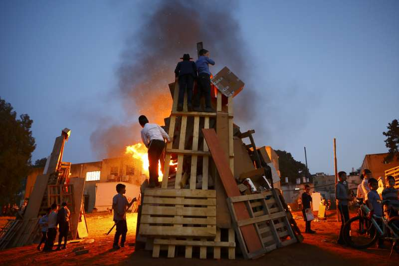 2021年4月29日,以色列發生猶太教傳統節日「篝火節」(Lag b'Omer)集體踩踏意外,死傷慘重(AP)