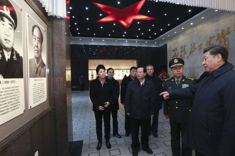 習近平治下的中國,政治明顯倒退。圖為習近平走訪井岡山。(新華社)