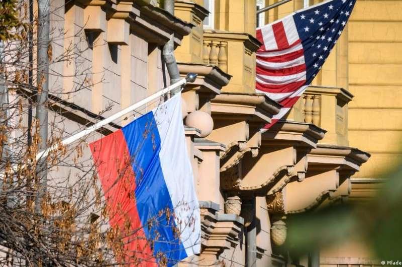 不久前,俄羅斯總統普京下令,限制「不友好」國家的使館雇員數量。莫斯科的美國大使館30日宣布削減人員和領事服務,並建議簽證將到期的美國公民離開俄羅斯。(德國之聲中文網)