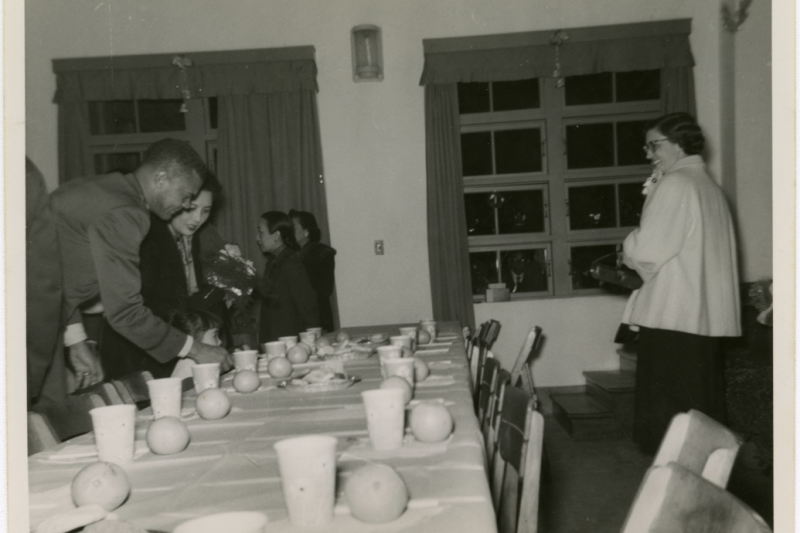20210430-「塔斯奇基飛行員」的王牌飛行員戴維斯,在戰後出任駐華美國空軍的最高負責人,時常或蔣中正夫婦邀請共進晚餐。(取自美國國家航太博物館,作者提供)