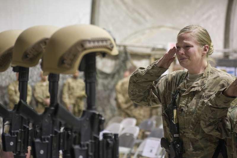 阿富汗美軍悼念陣亡同袍(AP)