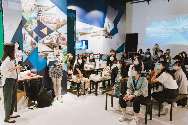 智崴集團將資訊科技與會展產業做結合,建立完整的行銷企劃培訓課程。(圖/高雄市青年局提供)