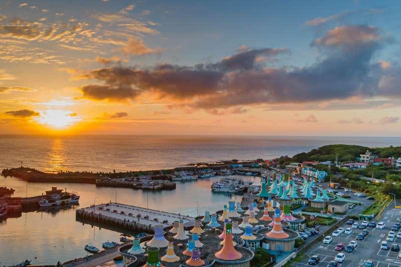 「2021北海岸時尚藝術季」可體驗豐富多元的港邊藝術盛宴,還可拍照打卡拿好禮。(圖/新北市農業局提供)
