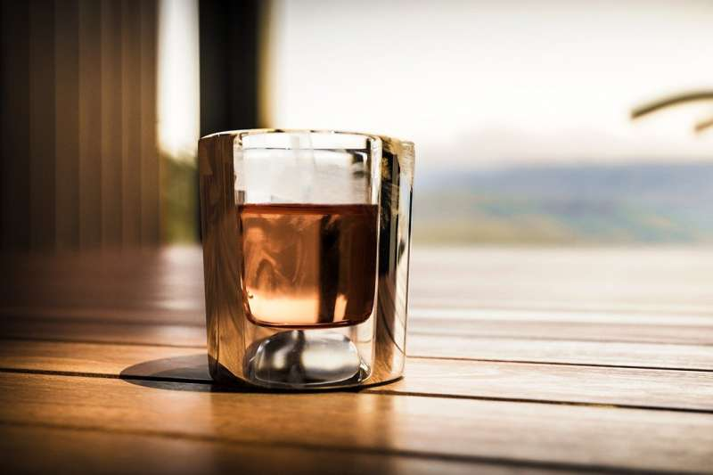 威士忌的酒款和層次豐富多元,也是餐桌上常見的元素,因此,學會正確品嚐威士忌變成了一個非常重要的手段和基礎(圖 / AKASlade@pixabay)