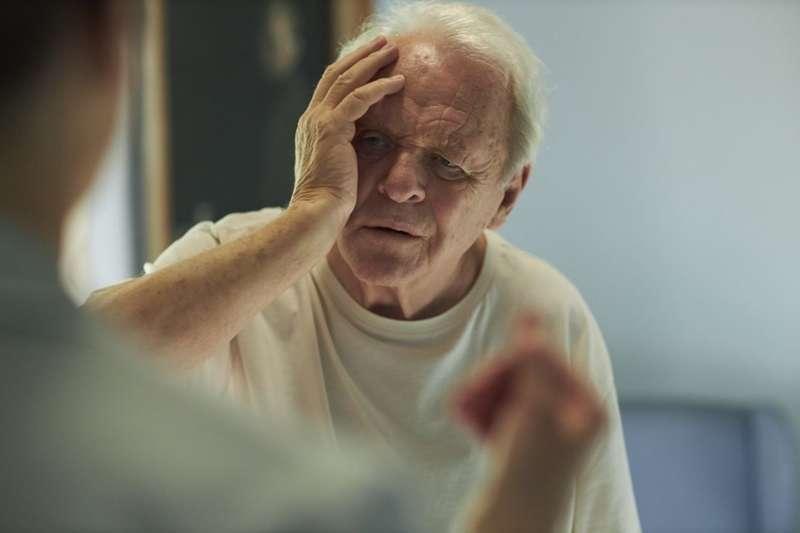 《父親》(The Father)道出一名罹患失智症的父親,在尋找記憶的過程中最無能為力的處境。(圖/取自imdb官網)