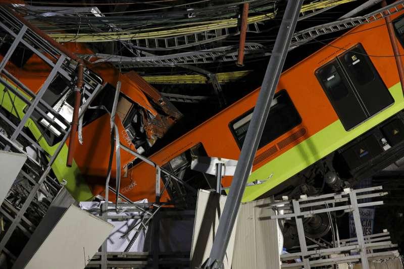 墨西哥城高架捷運5月3日晚間發生高架軌道坍塌,至少20死70傷。(美聯社)