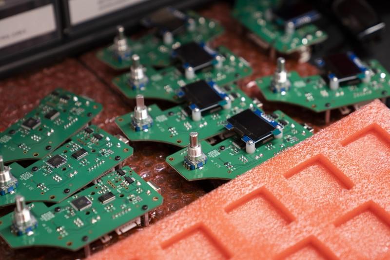 全球半導體、晶片荒,各產業的供應鏈都因此出問題。(AP)