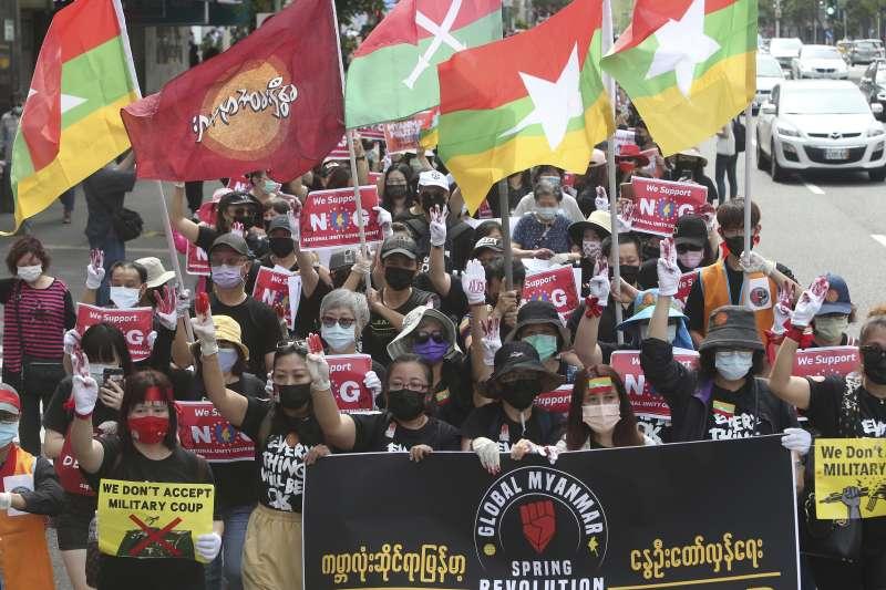 2021年5月2日,旅居台灣的緬甸僑民走上街頭,抗議緬甸軍人政變奪權、屠殺人民(AP)