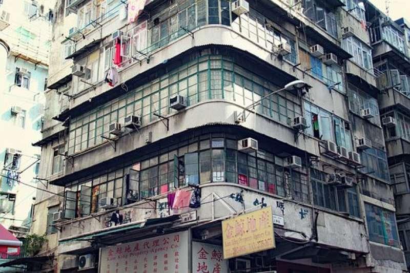 鄰居總在樓梯間堆放雜物怎麼辦?(示意圖/取自pixabay)