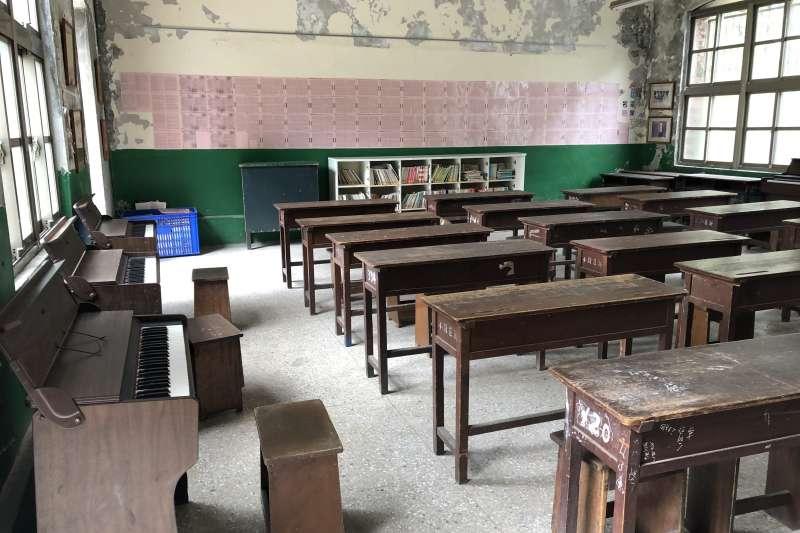 歷史建築「新莊原興直公學校舊校舍」內部的復古懷舊教室。雲端教改配圖。(圖/新北市文化局提供)