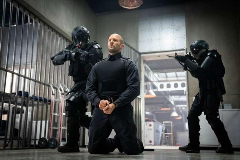 《玩命鈔劫》(Wrath of Man)由導演蓋瑞奇重新編導,上映後在IMDb影評網得到了7.5分的高評價。(圖/愛德華FUN電影提供)