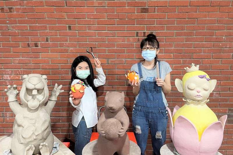 青年陶藝家呂巧智(左)許蕎棋(右)、吳宗彥與學員交流。(圖/鶯歌陶瓷博物館提供)