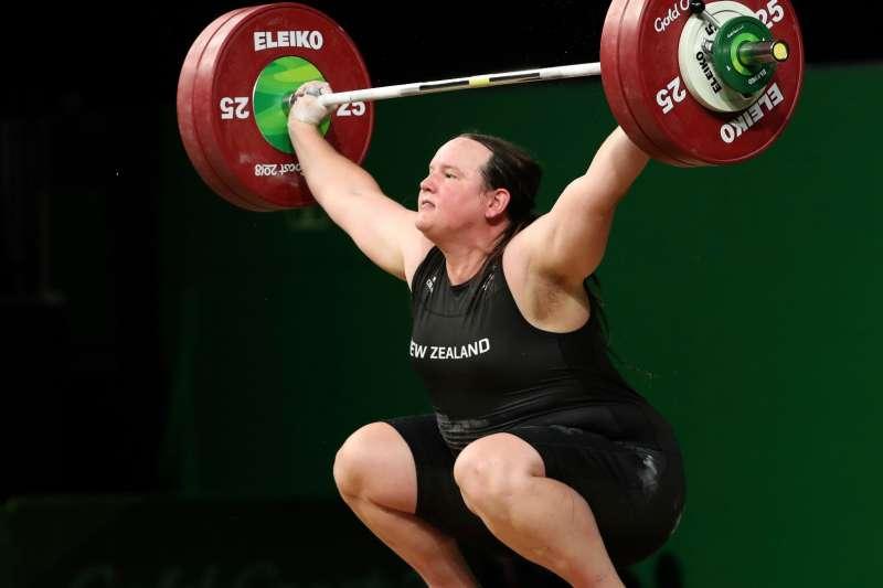 紐西蘭舉重選手哈伯德(Laurel Hubbard)有望成為史上首位參加奧運的跨性別運動員。(AP)