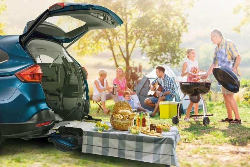 LUXGEN攜手露營達人舉辦「開到哪玩到哪 露營旅遊達人」講座,讓民眾跟著URX一起去旅遊。(圖/納智捷汽車提供)