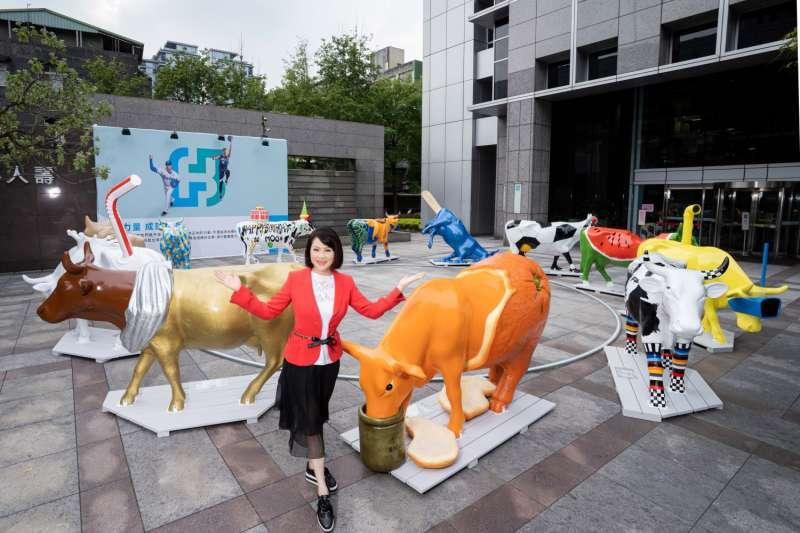富邦藝術基金會執行長翁美慧引領策展團隊,於富邦60周年之際引進全球24頭藝術牛,傳承牛的務實精神與正向力量。