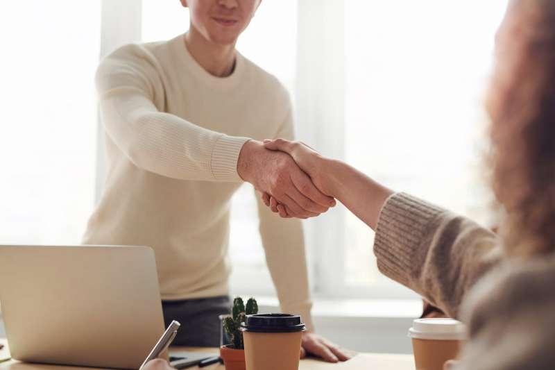 社會新鮮人進入職場需要注意哪些地方?企業講師提供6大要點,工作將會更順利。(圖/取自Pexels)