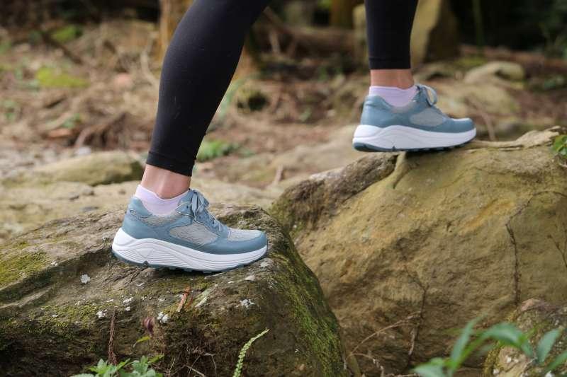 很多人忽略了每天走路其實就在運動,不過台灣民眾每日行走的步數在世界排名並不理想。(圖片來源:阿瘦皮鞋)