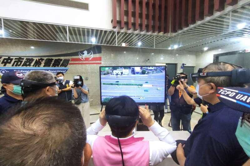 中市無人機警察隊現有各式無人機12 台,除具靈活飛行能力,並配備多樣酬載設備,即能派遣就近成員以最快速度出勤,大幅提升勤務及偵防效能。(圖/台中市政府提供)