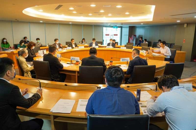 新北2030年產業政策發展願景第二次座談會,邀集產業代表及具有實務經驗專家提出寶貴建言。(圖/新北市經發局提供)