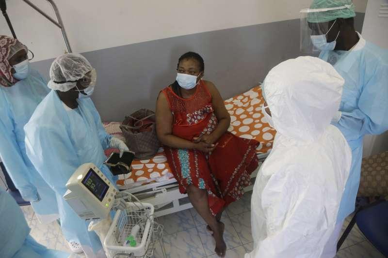 新冠肺炎疫情中的「疫苗荒漠」,中非國家查德,連醫護人員都沒有疫苗保護(AP)