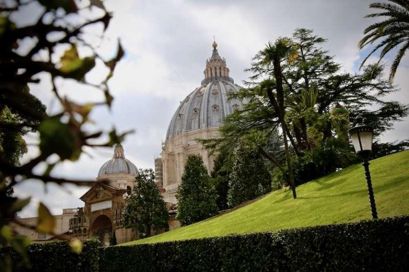 鬱鬱蔥蔥的教宗花園(曾廣儀攝)
