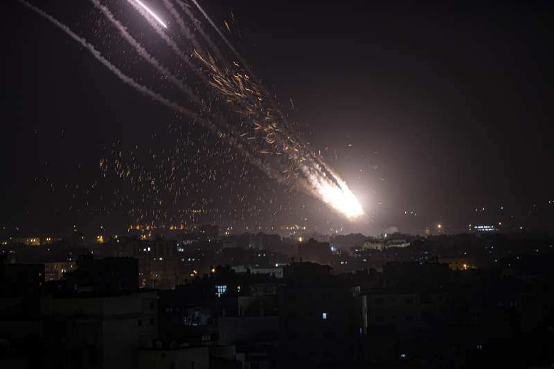 巴勒斯坦激進組織「哈瑪斯」10日晚間向以色列發射火箭(美聯社)