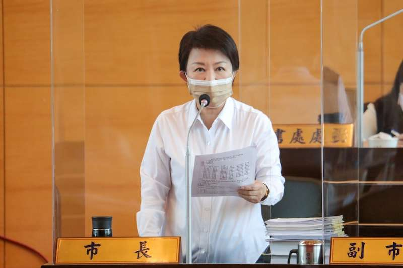 議員關切台中港附近有民營業者申設燃氣電廠,台中市長盧秀燕答覆表示,中央公營、民營均按比例總量管制,不超過現有的5支煙囪、10部機組。(圖/台中市政府提供)