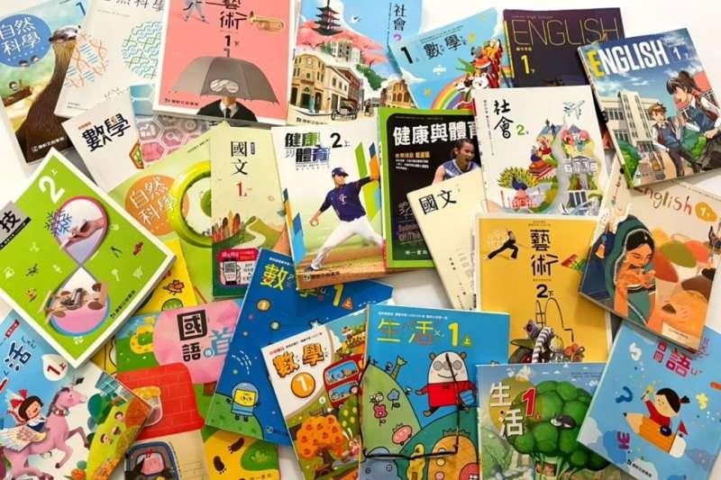 新型態的教科書琳瑯滿目,但國家政策沒有趕上鬆綁,反而變成桎梏,阻礙教科書發展。(圖/出版社提供)