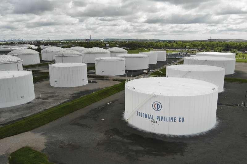 2021年5月,美國最大成品油管道商Colonial Pipeline遭遇駭客攻擊(AP)