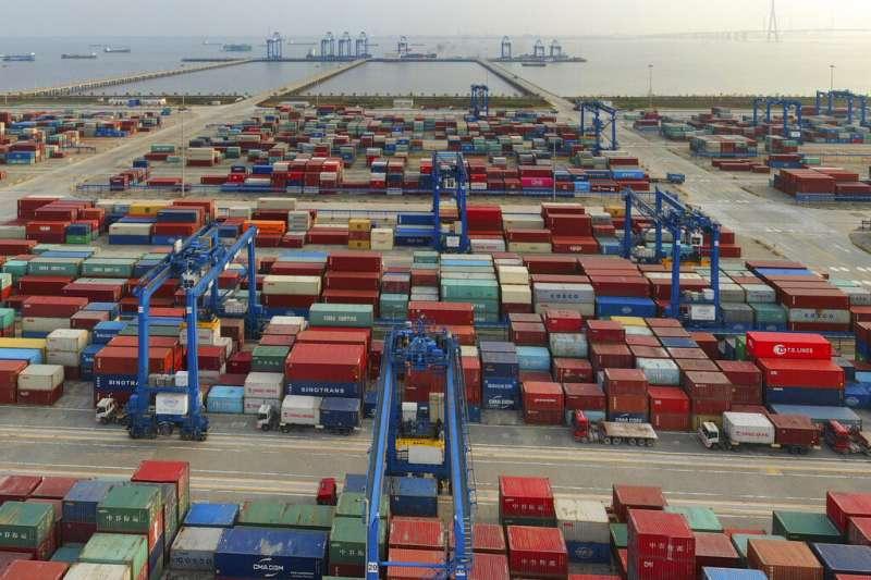 國際貿易牽涉政治因素,其中中美貿易經常發生糾葛。(資料照,美聯社)