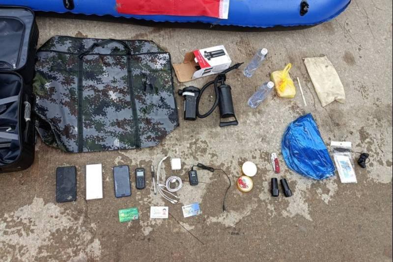金門岸巡人員在江男的行李箱內查到相關物品。(金門岸巡隊提供)