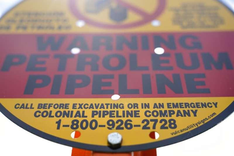 負責美東一大部分能源運輸的油管營運商殖民管線(Colonial Pipeline)8日發布聲明表示,他們前一天獲悉遭到勒索贖金的網攻,為遏阻威脅已關閉全部網路。(美聯社)