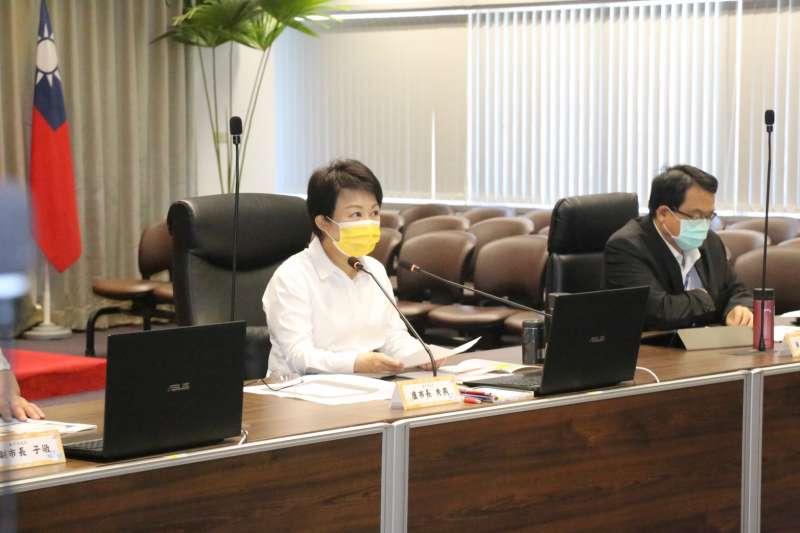 台中市政府上午加開緊急防疫會議,預先研商升至警戒三級的防疫作為。(圖/台中市政府)