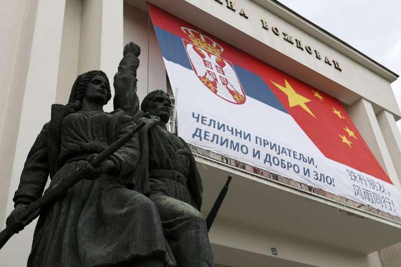 中國提供口罩和疫苗,對塞爾維亞的大外宣成功(資料照,AP)
