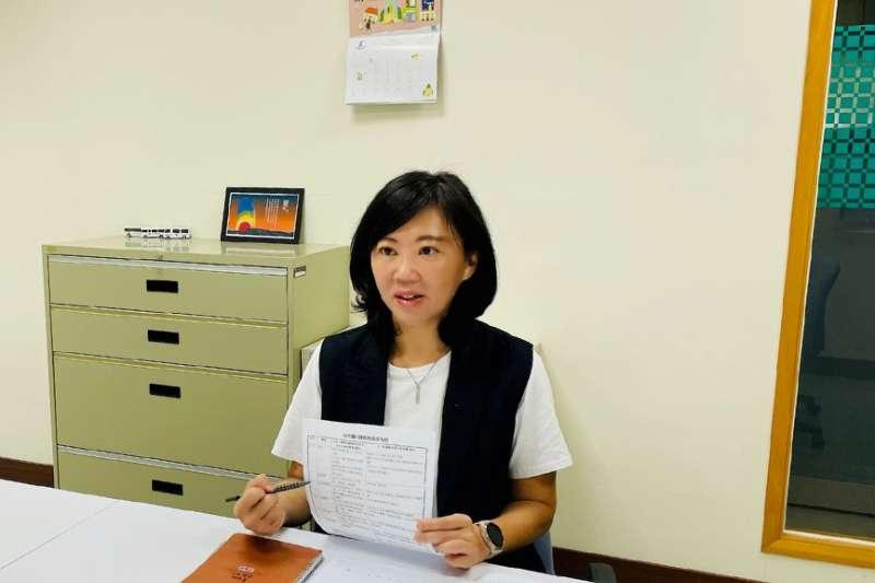康軒文教副總譚蕙婷認為教材在審查上應該有一致的標準。(圖/陳逸群)