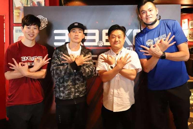 左起劉君儀、藝人劉畊宏、天淨副總經理張傑凱與吳岱豪合影。(圖/主辦單位提供)