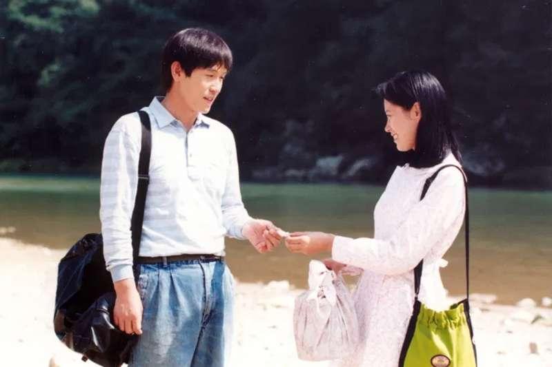 韓國電影《薄荷糖》 (Peppermint Candy)用倒敘法來揭韓國「光州事件」的重大變革。(圖/少女心文室提供)