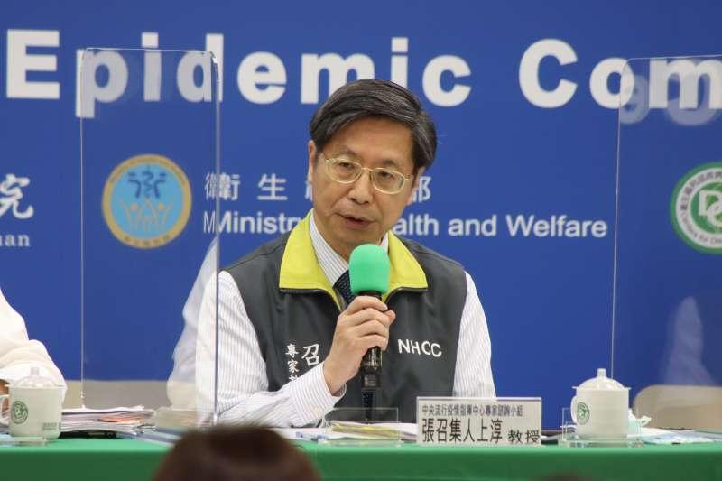 中央流行疫情指揮中心15日舉行記者會,專家小組召集人張上淳針對疫情新規範進行說明。(資料照,指揮中心提供)