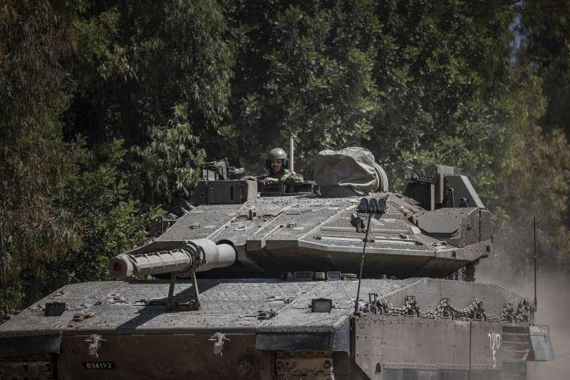 2021年5月14日,以色列國防軍戰車部隊大舉攻擊加薩走廊(AP)