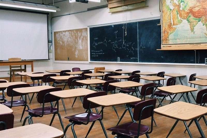 板橋某國中學生於12日發燒就醫,疑似確診新冠肺炎,校方緊急宣布停課。(圖/取自pixabay)