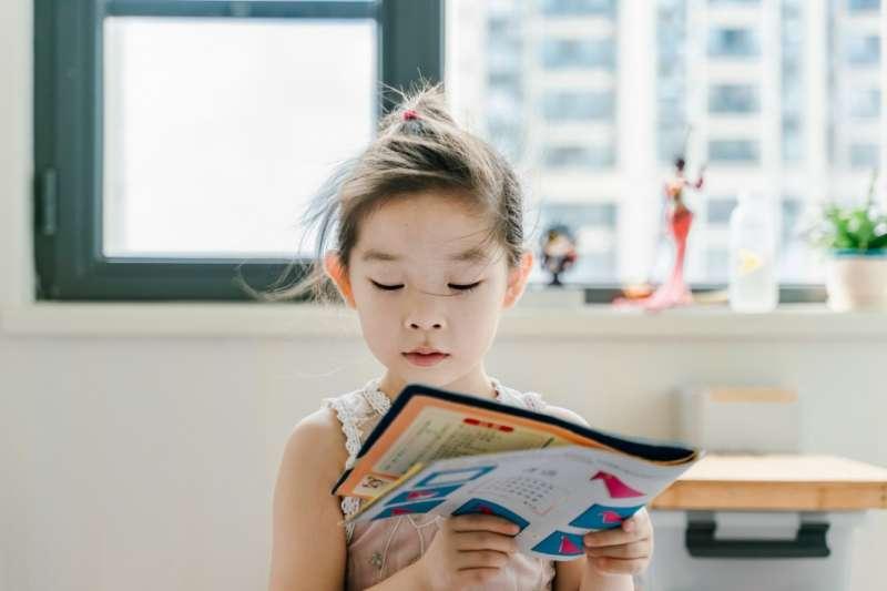 小孩從小學習第二外語到底好不好?腦科學專家提出5大好處。(圖/取自unsplash)