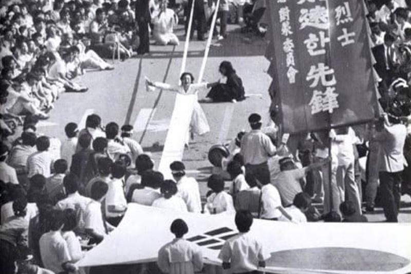 20210514-李愛珠於李韓烈出殯時,獻上安魂舞。(朱立熙提供)