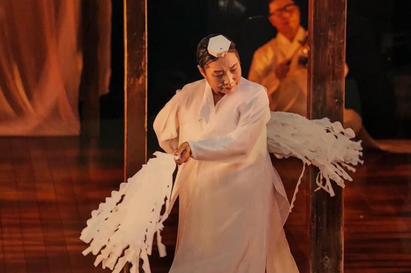 作者認為,李愛珠透過舞蹈介入政治,不僅撫慰受傷的靈魂,更致力於讓這個世界變得更加美好。(蔡瑞月舞蹈社提供)